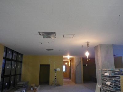 1階天井、窓設置